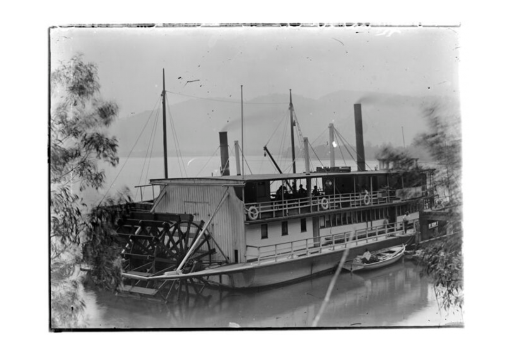 Paddle steamers navigated the Murray-Darling river system